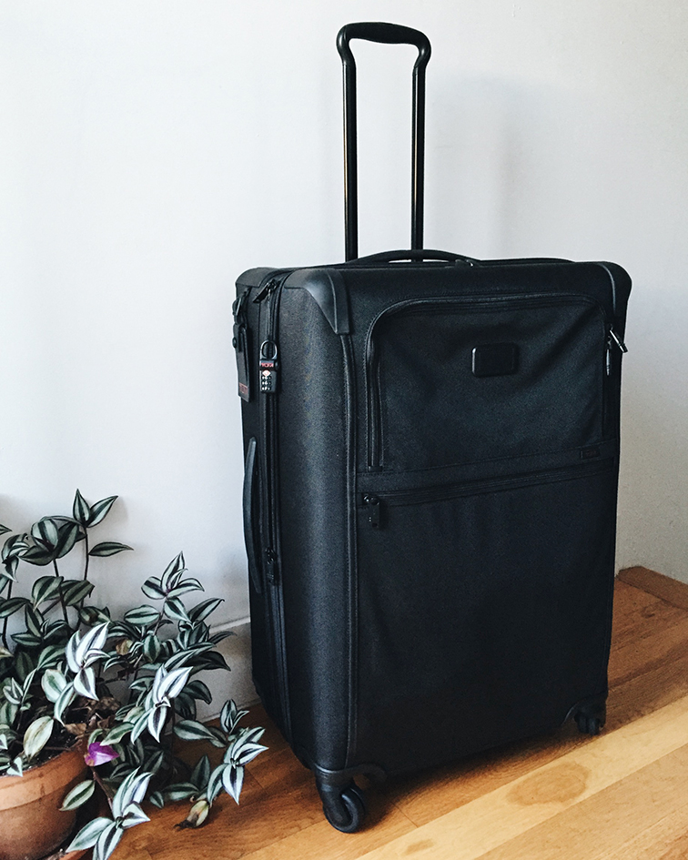 Tumi Alpha 2 Medium expandle suitcase - How to pack a suitcase like a pro