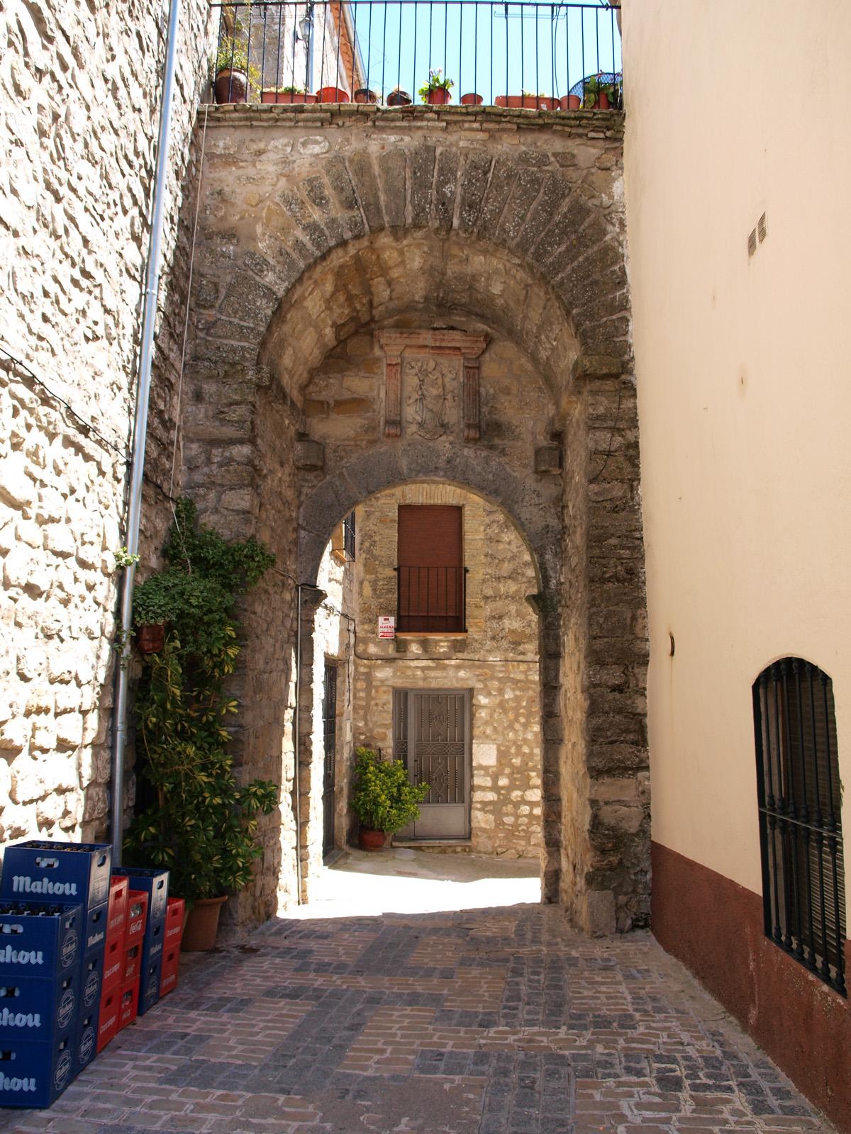 Caminando por sierras y calles de andaluc a iznatoraf y for Puerta 4 del jockey