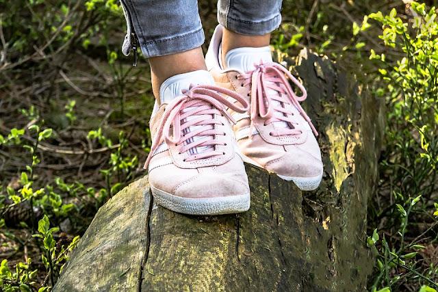 Trik Paling Ampuh Menghindari Kaki Lecet Akibat Sepatu
