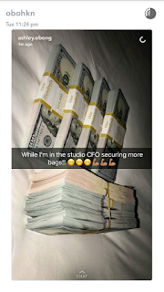 Davido Flaunts His Bundles Of $100 Dollar Bills