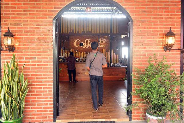 Mengunjungi AF Coffee untuk melihat proses roasting
