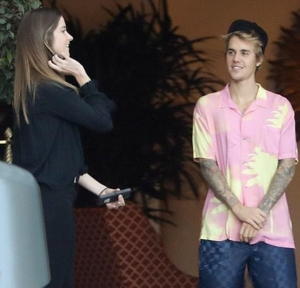 Photos: Justin Bieber Gets Flirty With A Girl Despite Trying To Makeup With Selena Gomez