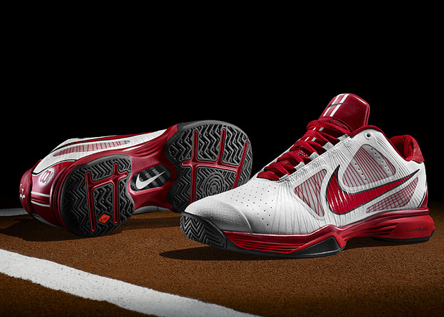 ce8e9878acf1 The Swiss tennis master Roger Federer will wear Nike s Lunar Vapor 8 Tour  which deftly mixes responsive cushioning through a Lunarlon mid-sole and ...