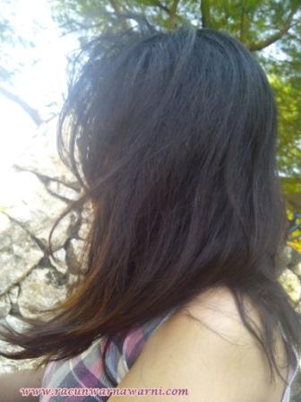 Rambut Berantakan Tertiup Angin Pantai