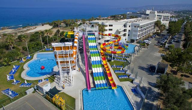 מלונות עם פארק מים בקפריסין