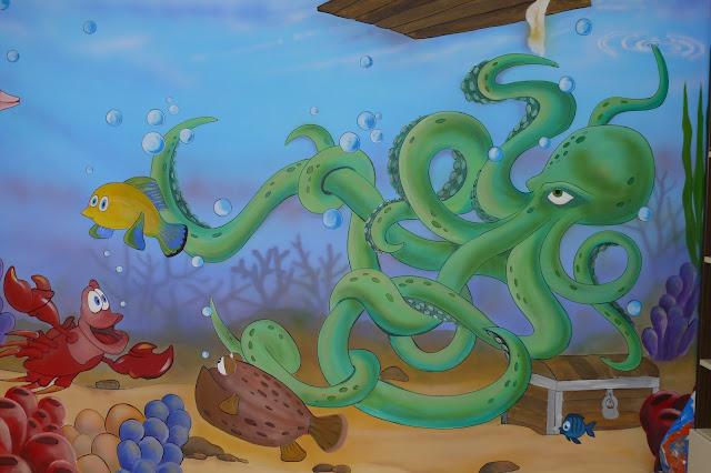 Malowanie rafy koralowej w pokoju dziecięcym, aranżacja pokoju dziecka poprzez malowanie
