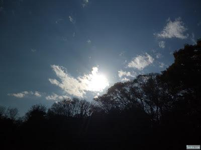 雲に隠れた太陽