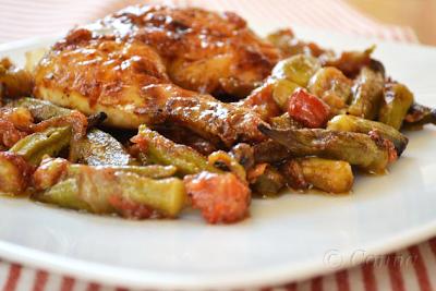 Κοτόπουλο με μπάμιες στο φούρνο