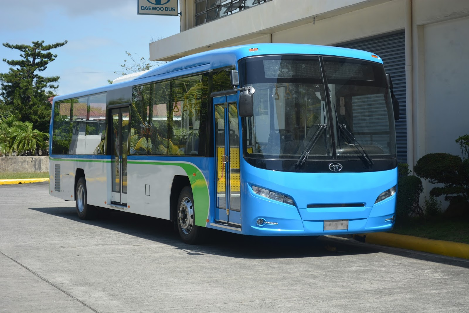 small resolution of steering the future proudly pinoy made new daewoo low floor bus redefines public transportation