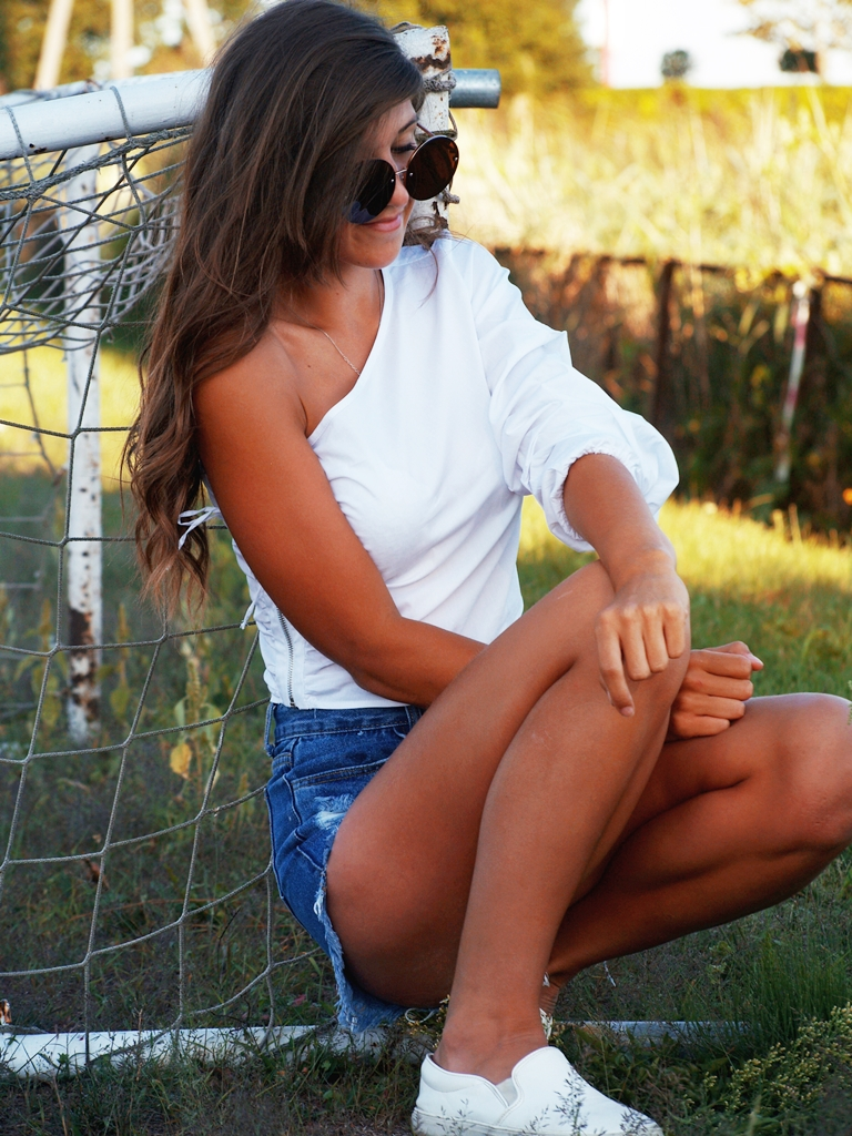WHITE WITH RIPPED JEANS   lovelywholesale