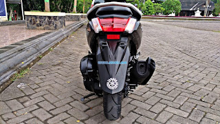 Yamaha Nmax tampak belakang