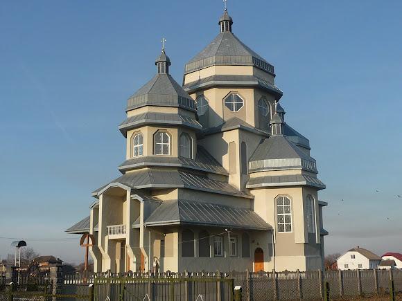Братківці. Церква Успіння Пресвятої Богородиці