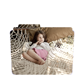 Preview of Cute girl sitting alone wallaper folder icon