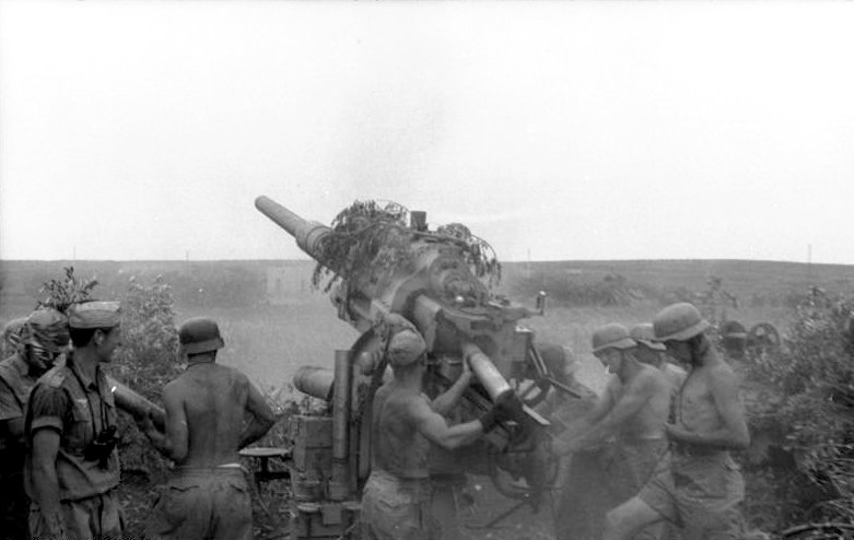 Artilharia de campo alemã disparando contra as tropas Aliadas