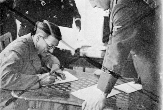 Hitler spectacles worldwartwo.filminspector.com