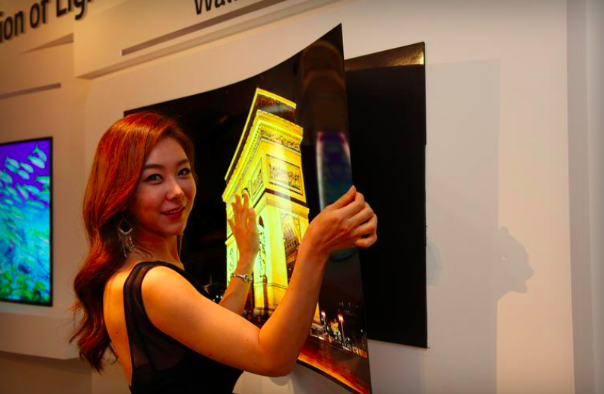 LG展示超薄OLED顯示螢幕,用磁鐵就能黏在牆上