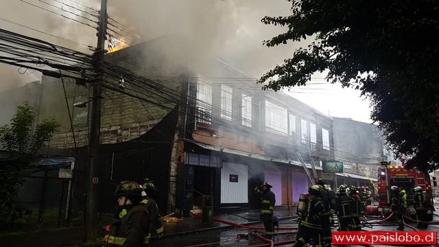 Osorno: Incendio afecta locales nocturnos de calle Ramírez   Vídeo