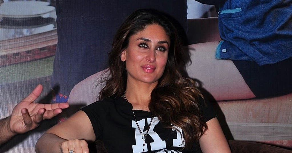 Kareena Kapoor Looks Super Sexyin Tight Blue Jeans And -2545