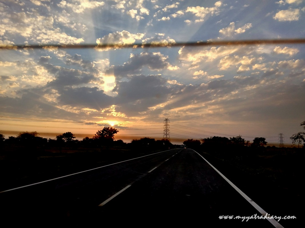 Sunset on the Mumbai to Nashik-Shirdi highway