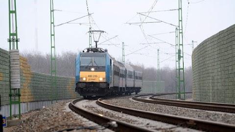 Gázolás miatt hosszabb a menetidő a ceglédi vasútvonalon