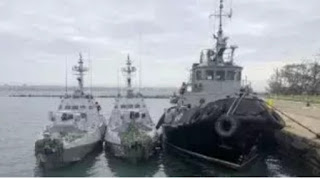 Russia rejected calls from around the world to release three Ukrainian naval ships that its border patrols had fired on and seized near Crimea at the weekend.