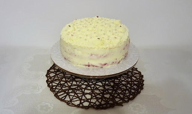 Tort malinowo-śmietanowy