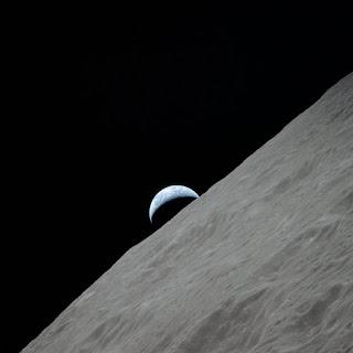 foto bumi dari bulan
