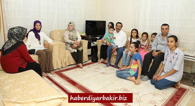 Cumali Atilla'dan Diyarbakır Bağlar'da ev ziyaretleri