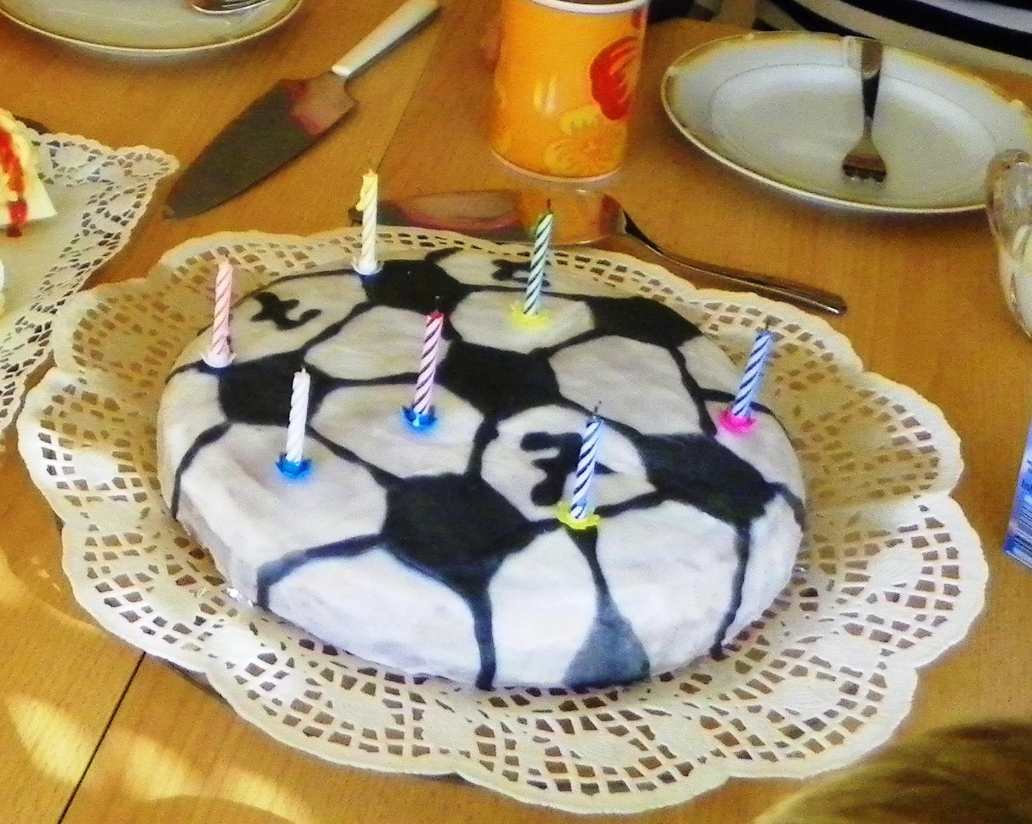 Sanna S Hexenkuche Fussballkuchen