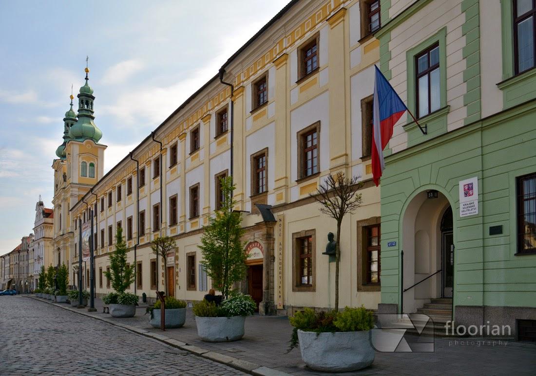 Hradec Králové - Nove Adalbertinum i Kościół Wniebowzięcia Najśw. Marii Panny