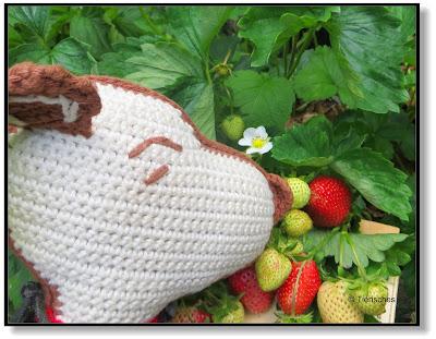 Snoopy nascht Erdbeeren