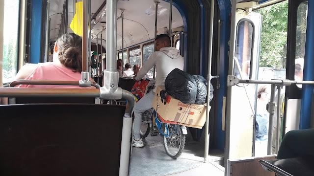 Cu bicicleta in tramvai