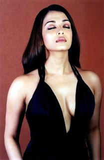 Aishwarya Rai Deepest Cleavage Show