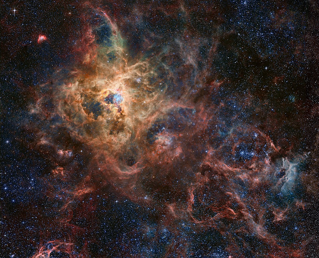 Tinh vân Con nhện - The Tarantula Nebula. Bản quyền hình : Xử lý : Robert Gendler, Roberto Colombari Dữ liệu : Hubble Tarantula Treasury, European Southern Observatory.
