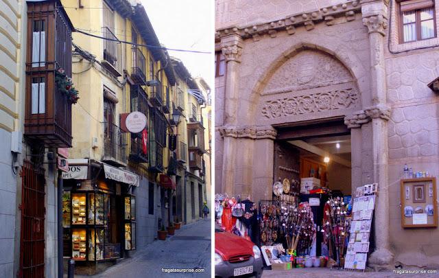 Lojas de antiguidades e lembrancinhas em Toledo, Espanha