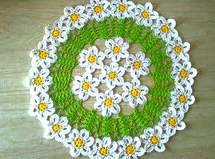 Beautiful crochet decoration with daisy flowers shop pattern