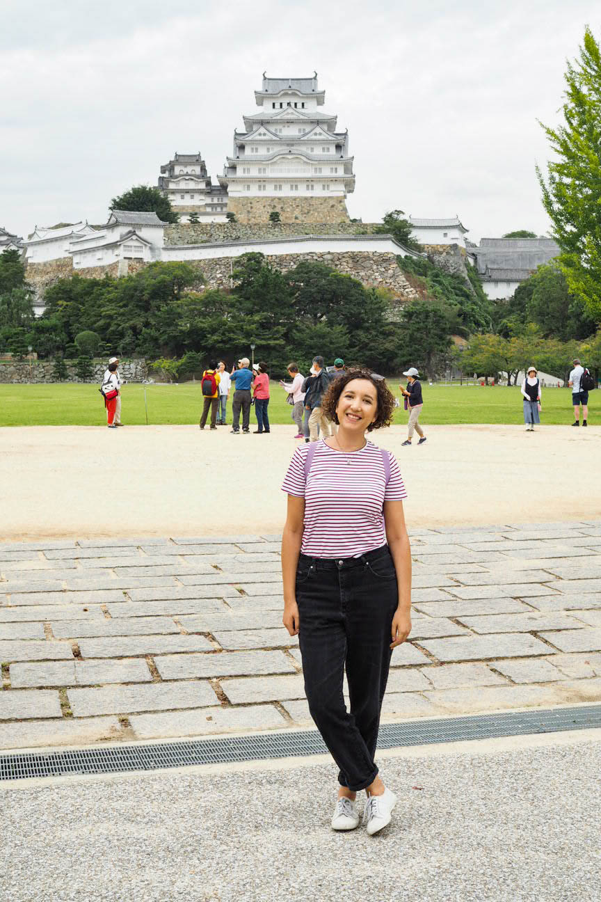 Travel blogger at Himeji Castle