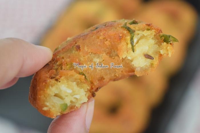 Instant Bread Medu Vada Recipe - इंस्टेंट ब्रेड मेदु वड़ा रेसिपी - Priya R - Magic of Indian Rasoi