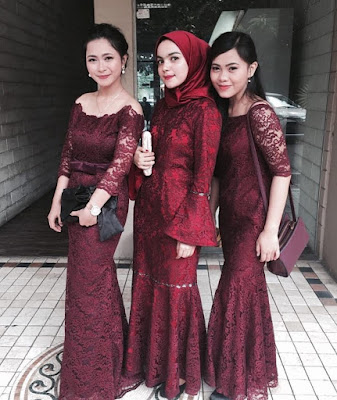 contoh model inspirasi baju kebaya brokat maroon