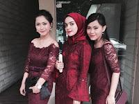 Paduan Warna Merah Marun Untuk Baju