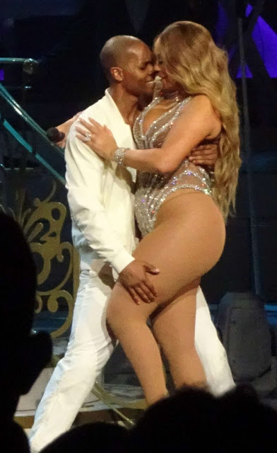 Mariah Carey – Performs at Ceasar's Palace in Las Vegas