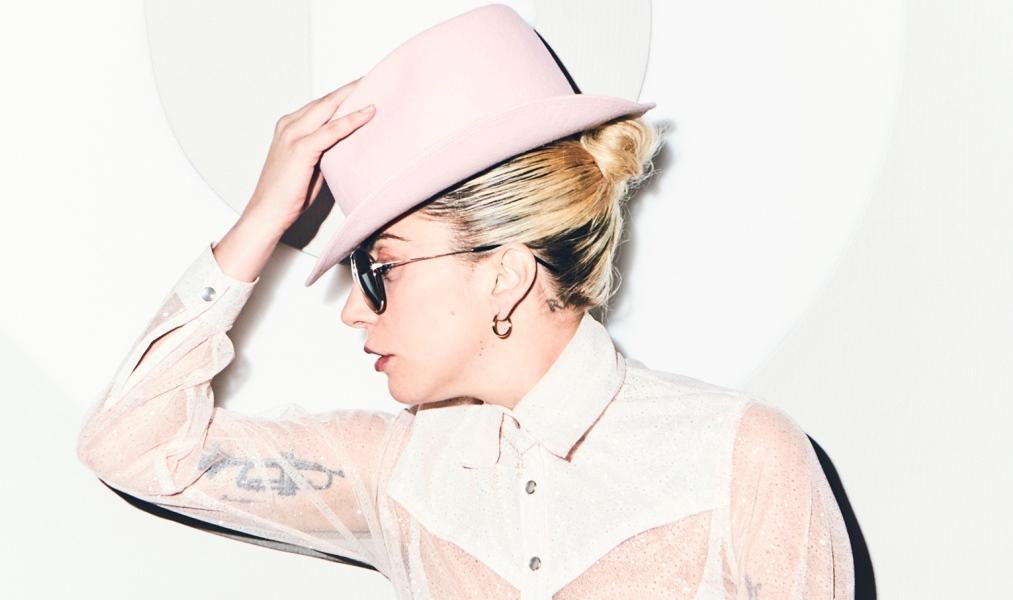 """Lady Gaga rompe en llanto: """"Extraño conectarme con las personas"""""""