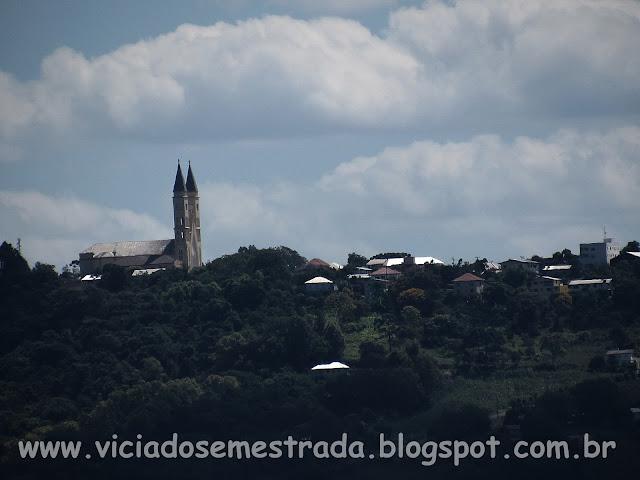 Vista das torres da Igreja São Francisco de Assis, Monte Belo do Sul, RS