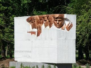 Дружківка. Пам'ятний знак на честь підпільної організації «Ленінська іскра»