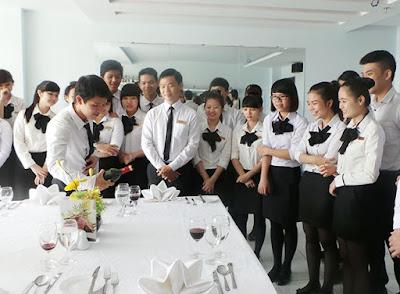 Nhân viên tiệc (Banqueting staff)