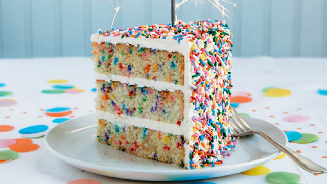 Resultado de imagem para bolo formigueiro colorido e gostoso