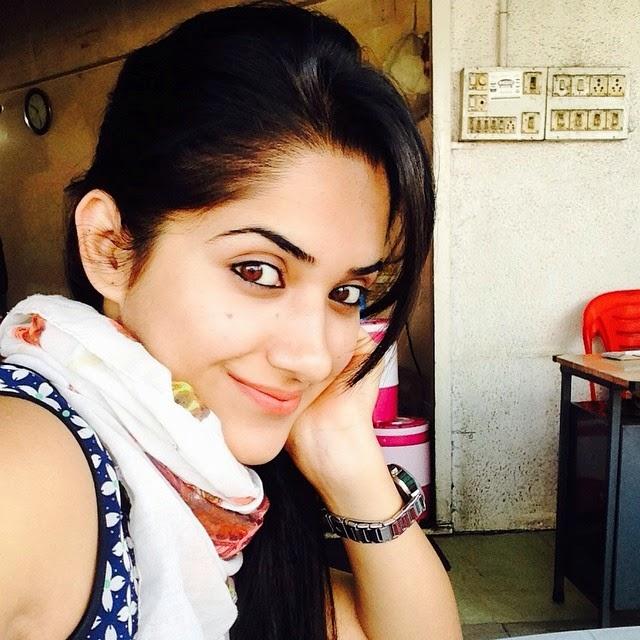 good morning 😘, Ruhani Sharma Hot Pics, Punjabi Model Ruhani sharma Selfie Image Gallery
