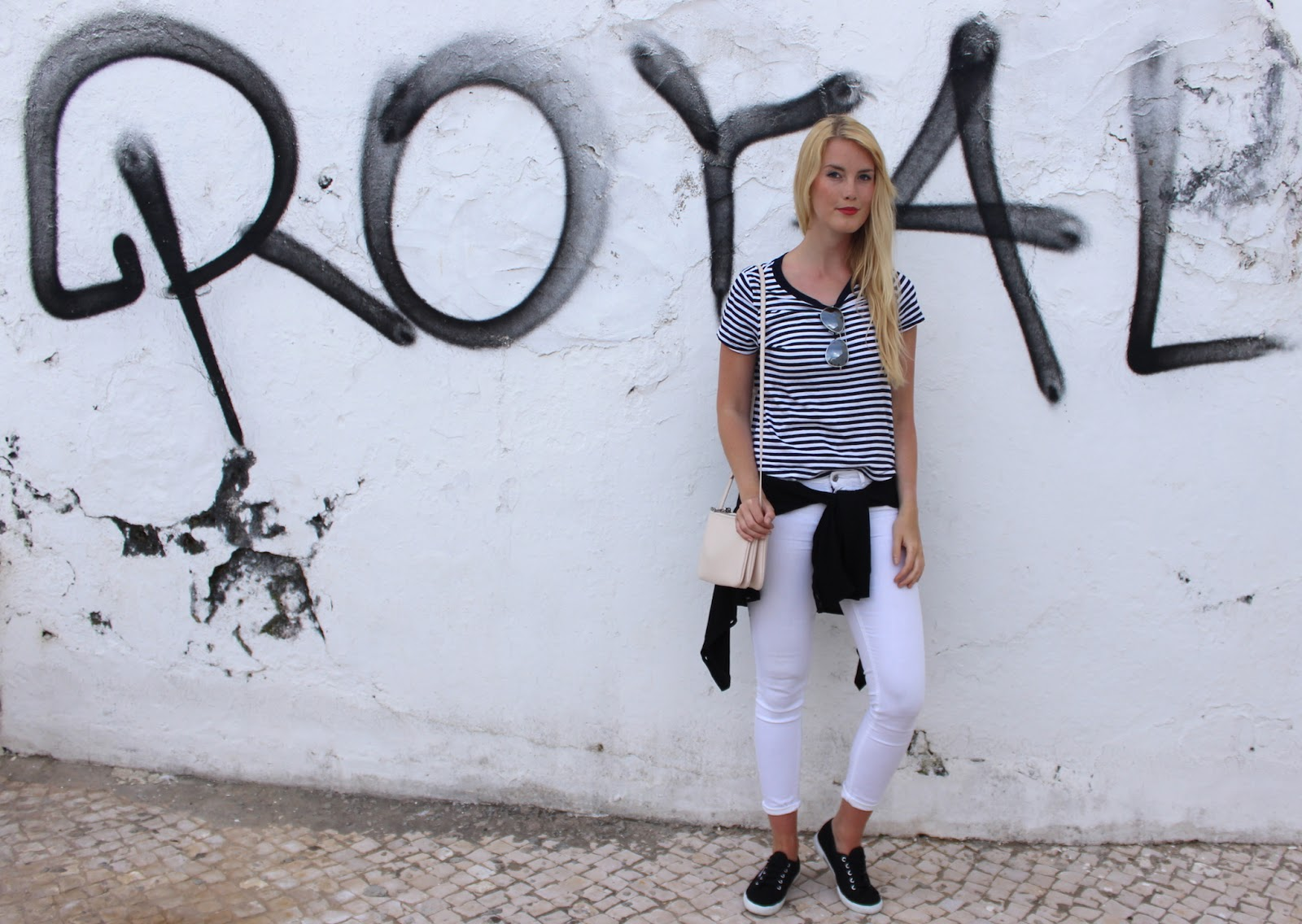 TheBlondeLion Superga Sneakers Stripes red lips white Algarve Travel Albufeira