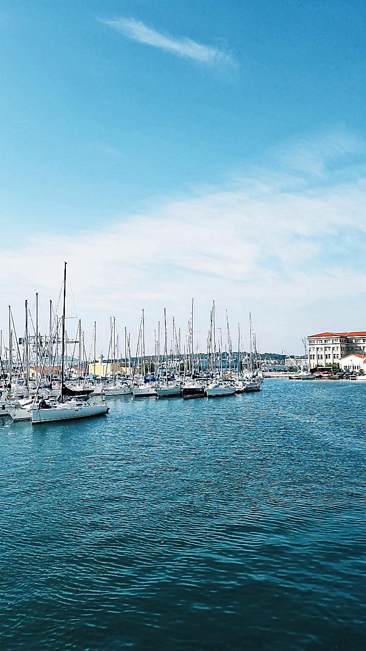 Im Hafen von Toulon. Ein Spaziergang durch die Altstadt von Toulon (Reisebericht im Rahmen einer Kreuzfahrt mit der Mein Schiff 5 von Tui Cruises) | Arthurs Tochter kocht. Der Blog für food, wine, travel & love