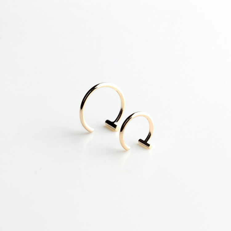 Essential - dash hoop earring | MIRTA Jewelry